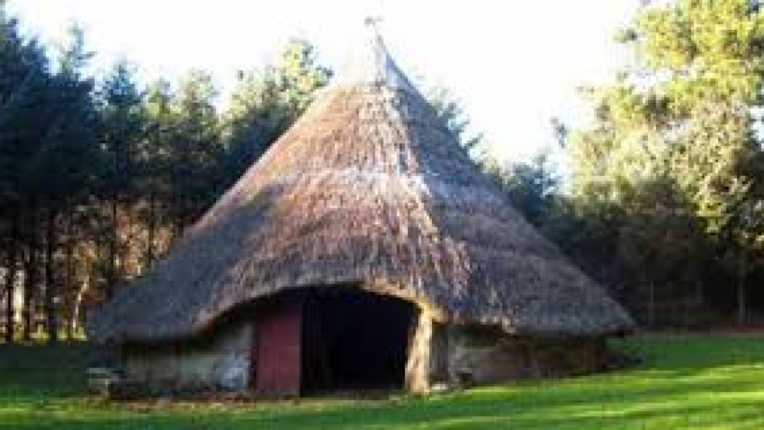 Building a Roundhouse in the Iron age.1