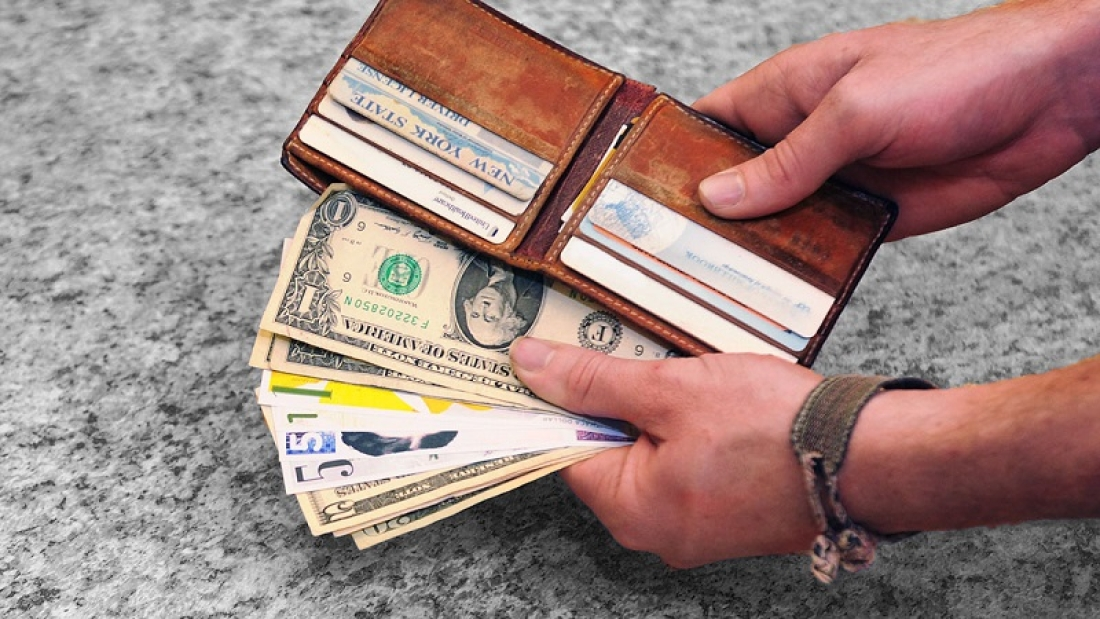 How to do business in local currency without a permanent treasury?