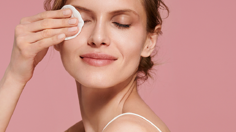 Facial cleansing: the phases, the products, the reasons to never forget it